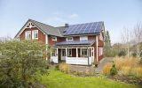 Úspora i bonus: Jak nechat svou chalupu vydělávat pomocí střešní fotovoltaické elektrárny?