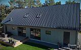 VIDEO: Lindab představil elegantní plechovou střechu s integrovanými CIGS panely
