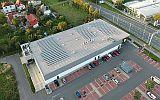 České hypermarkety investují do velkých střešních fotovoltaických elektráren