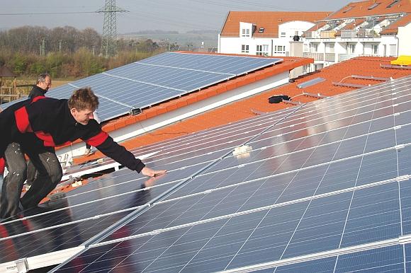 3400 nových elektráren: Po 5 letech se do Česka vrátil boom střešní fotovoltaiky