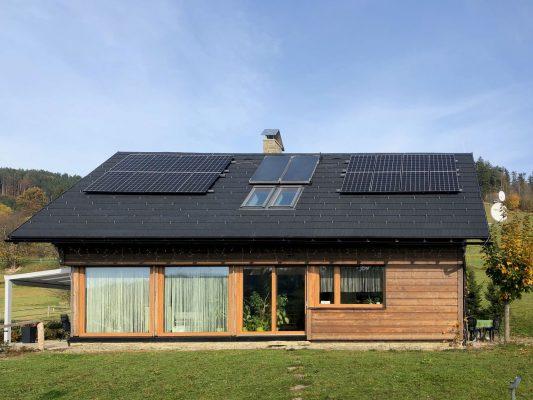 Střešní fotovoltaická elektrárna povinně na nové budovy v Česku?