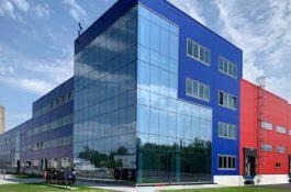 Slavnostní otevření továrny na výrobu baterií HE3DA na severní Moravě proběhne již zítra
