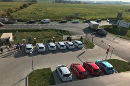 Bateriový systém s fotovoltaikou ustál nápor současného nabíjení 12 elektromobilů