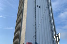 Prus (HE3DA): Nedaleko bateriové továrny na Karvinsku vzniká největší pasívní čistička vzduchu na světě