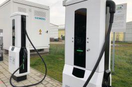 Konec obstrukcí: Instalace veřejných dobíjecích stanic pro elektromobily nebude vyžadovat územní souhlas