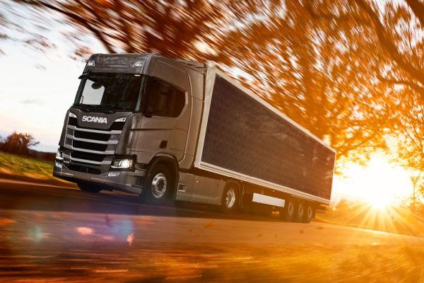 Nová generace kamiónů Scania bude sloužit jako zdroj i akumulátor solární energie