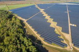 Bez dotací: Největší fotovoltaická elektrárna vNěmecku začala vyrábět solární energii