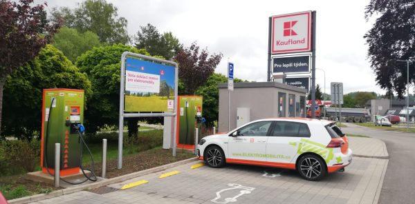 Navzdory koronaviru: Stojany ČEZ pro dobíjení e-aut poprvé prolomily dvoumilionovou metu odebrané bezemisní energie