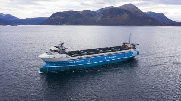 Na moře vyplouvá první elektrická nákladní loď bez posádky