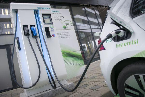 Zelená energie pro 2600 elektromobilů v pražských Stodůlkách