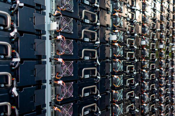 Česká firma postaví největší bateriové úložiště na světě ve Velké Británii