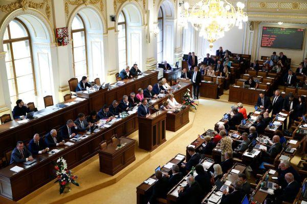 Živý přenos: Poslanci Hospodářského výboru PSP dnes projednají překompenzaci POZE