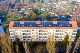 Nová služba Domy sobě pomůže bytovým domům ušetřit za energii díky solárním panelům