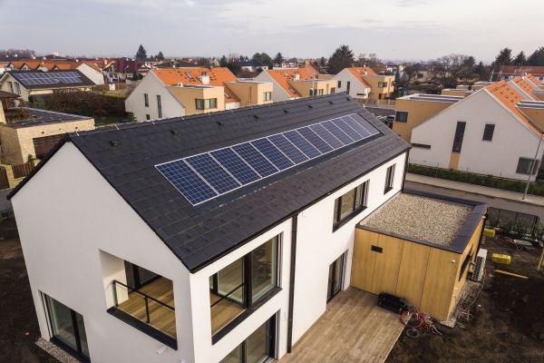 Inteligentní energetické systémy pro domácnosti táhnou rozvoj elektromobility i fotovoltaiky