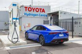 Toyota začala vyrábět vodík pouze ze solární energie