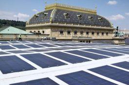 Schváleno: Praha osadí 23 000 budov solárními panely a podpoří rozvoj komunitní energetiky