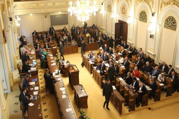 Třetí čtení: Sněmovna má možnost odstartovat modernizaci energetiky a ukončit spory státu s velkými fotovoltaikami