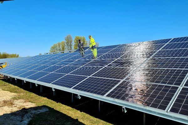 """Expert radí: Proč se raději vyplatí investovat do elektrárny s orientací panelů """"východ-západ""""?"""