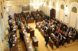 Aktuálně: Sněmovna schválila IRR ve výši 8,4 % a aukce pro fotovoltaické elektrárny